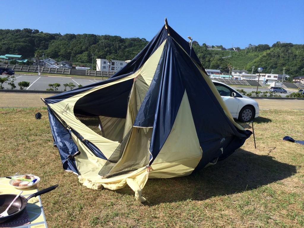 キャンプでテントが倒れた